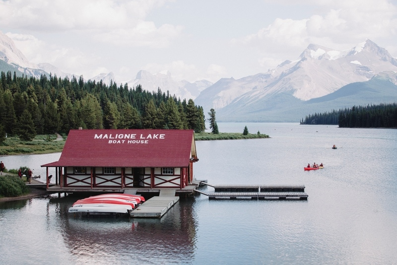 Maligne Lake - Get the ultimate Edmonton to Jasper Itinerary and guide, with a comprehensive list of things to do in Jasper and places to visit in Jasper National Park.