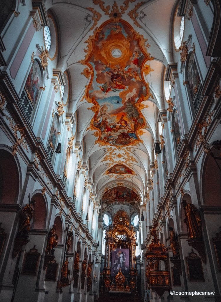 Inside View of the Church of the Holy Spirit, Old Munich. If you are visiting Munich, don't miss Marienplatz. Marienplatz is the city's oldest square. Not only does this place brings you history, culture, beer, shopping and restaurants, you also get a taste of music and Michael Jackson. Read more to find out! 15 things to see in and around #Marienplatz in #Munich.