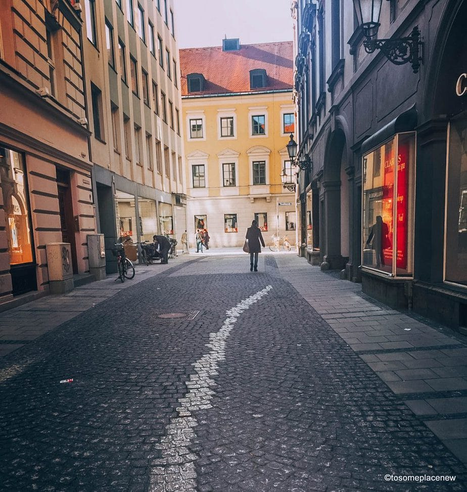 If you are visiting Munich, don't miss Marienplatz. Marienplatz is the city's oldest square. Not only does this place brings you history, culture, beer, shopping and restaurants, you also get a taste of music and Michael Jackson. Read more to find out! 15 things to see in and around #Marienplatz in #Munich.