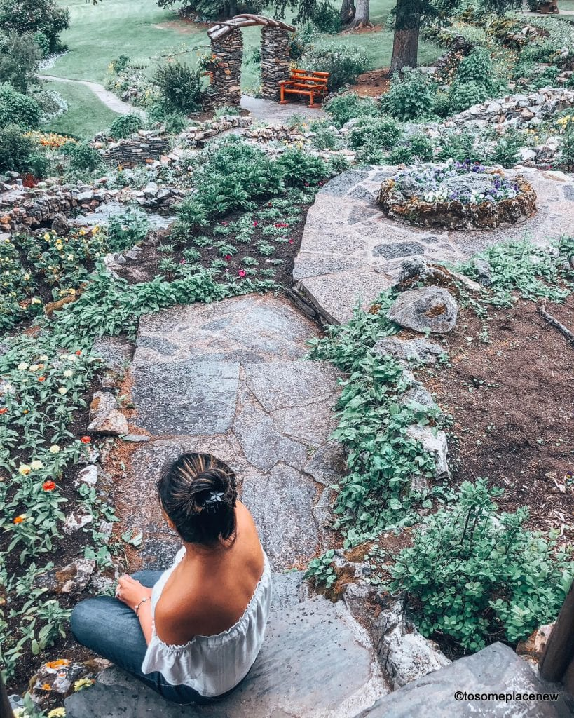 Cascade Gardens in Banff, Canada. The perfect 5 day Banff Itinerary for non-hikers. Enjoy a gondola ride, hot springs with mesmerising mountain views, relax by lakes & gardens in Banff!