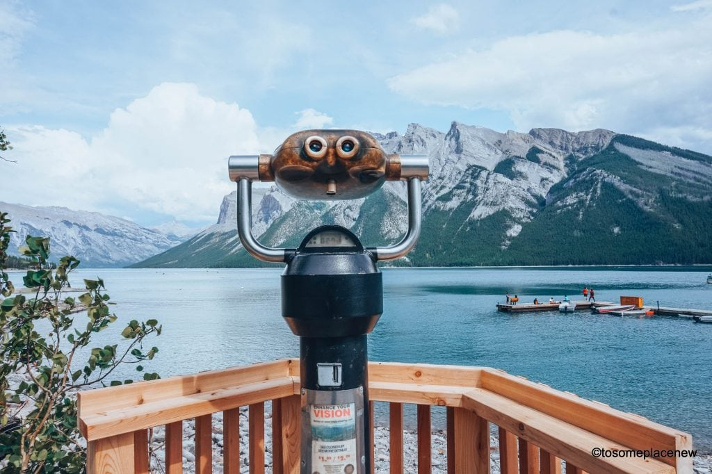 Lake Minnewanka Canada. The perfect 5 day Banff Itinerary for non-hikers. Enjoy a gondola ride, hot springs with mesmerising mountain views, relax by lakes & gardens in Banff!