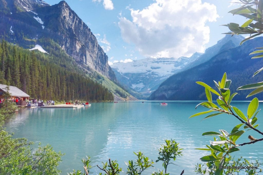 Lake Louise Banff National Park, Canada. The perfect 5 day Banff Itinerary for non-hikers. Enjoy a gondola ride, hot springs with mesmerising mountain views, relax by lakes & gardens in Banff!