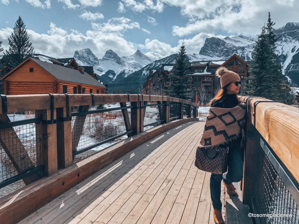 Town of Canmore - Canada. The perfect 5 day Banff Itinerary for non-hikers. Enjoy a gondola ride, hot springs with mesmerising mountain views, relax by lakes & gardens in Banff!