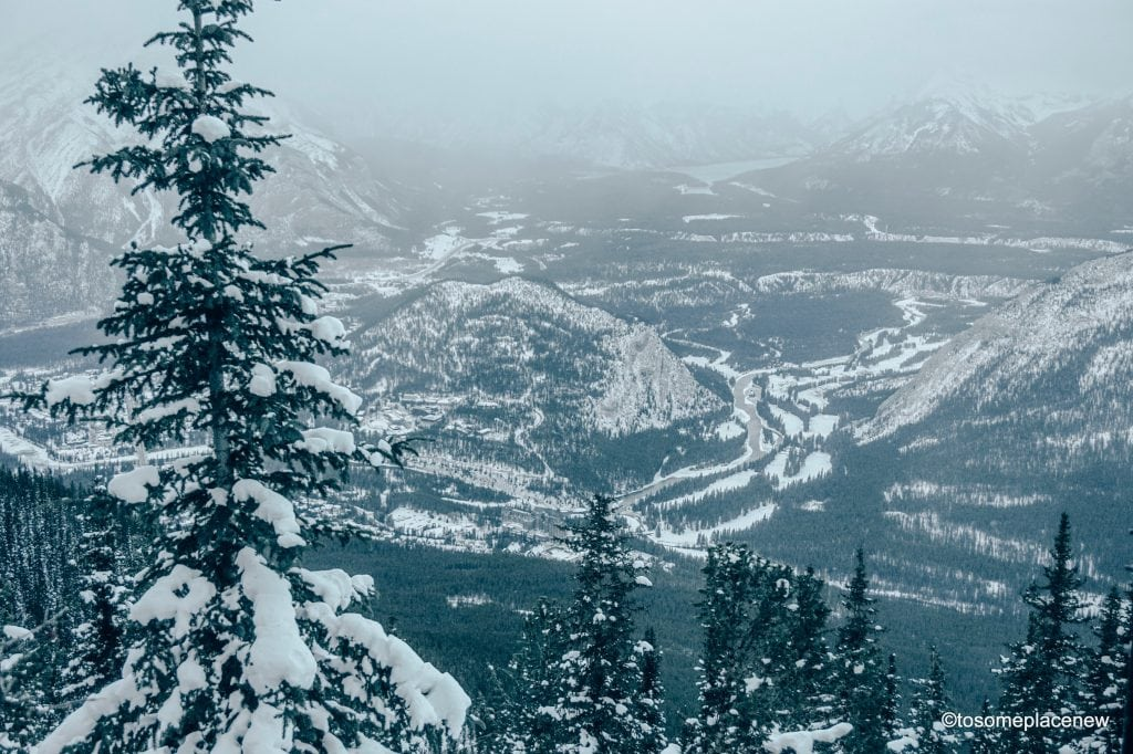 Amazing Banff winter activities - Christmas parade & markets, skii, winter tours, hot cocoa, ice festivals & more. The best things to in Banff in winter