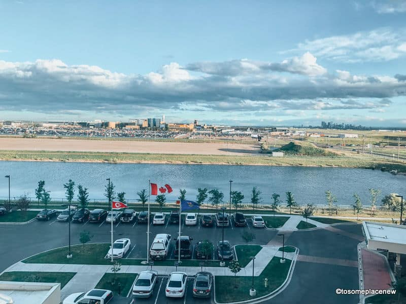 Airport views from Calgary hotels: Guide
