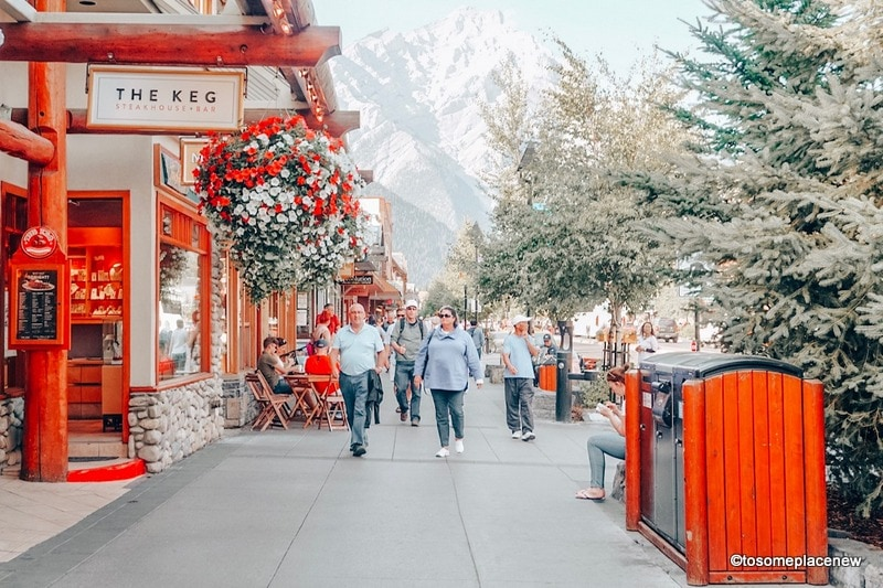 Find the best time to visit Banff National Park with this ulimate guide that includes Banff monthly activities, events and temperatures to plan your trip.