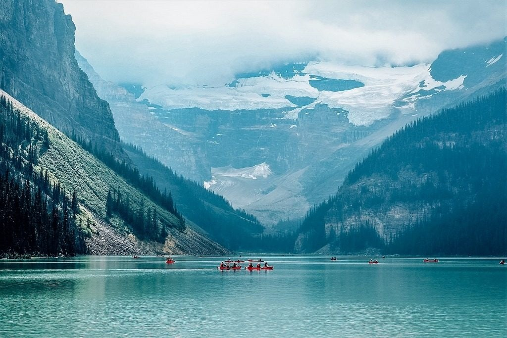 Lake Louise turquoise waters, paddling