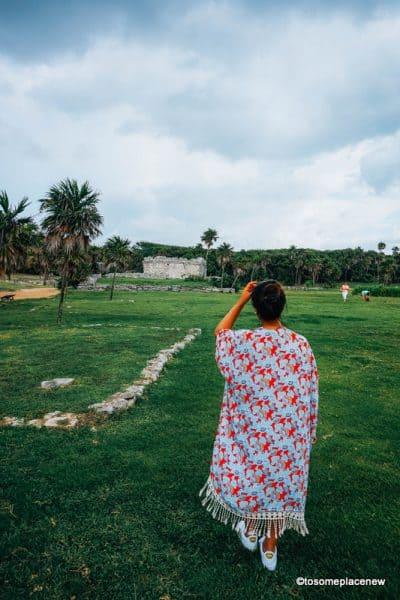 Girl at Tulum Ruins Mexico (One day in Tulum Itinerary Ruinas de Tulum Playa del Carmen (Tulum Ruins Tour)