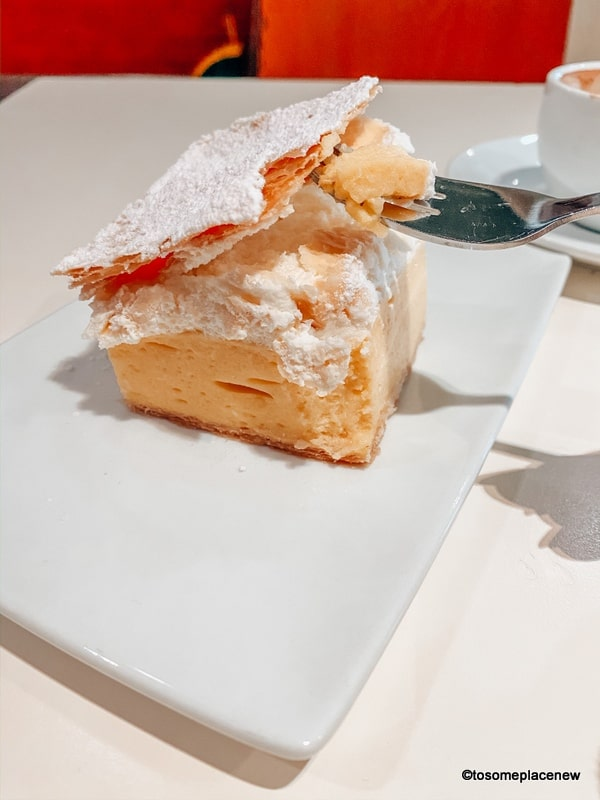 Kremna rezina. It is a specialty of the Lake Bled area - a luscious cream cake with a golden, crispy, buttery pastry