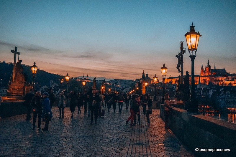 Views of Castle in Prague Night Tours