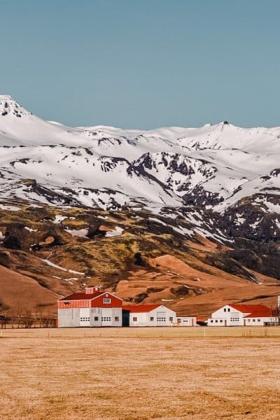 Find out the Best Airbnbs in Iceland for your trip. Choose from cabins, studio apartments with amazing views to coolest experiences here!