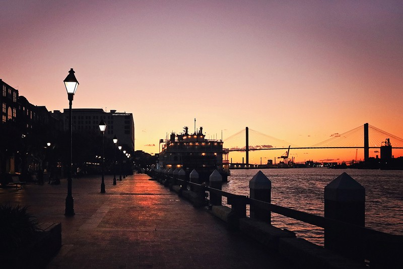 US cities that look like Europe: Savannah in the evening