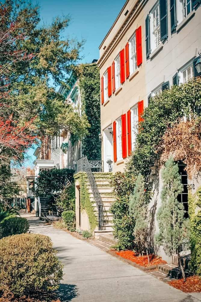 16 Prettiest & The Best Airbnbs in Savannah Georgia