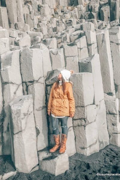 Tips on what to wear in Iceland in October. Girl wearing jacket and boots